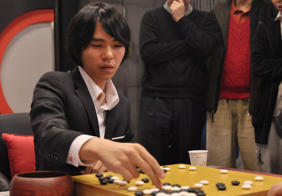 """李世乭表示很荣幸自己将与电脑公平对弈。""""无论结果如何,这都会是围棋史上极具意义的事件。""""他说,""""我听说谷歌Deep Mind的AI出人意料地强,而且正在变得更强。但我有自信至少这次能赢。""""图片来源:tygem.com"""